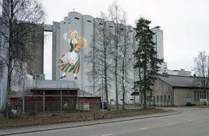 Nokian kaupunki on onnellinen siitä, että Suomen arvostetuimpiin elintarvikebrändeihin kuuluva Elovena valmistetaan Nokian myllyssä. Myllyn ylimylläri Jouni Järvensivu on ideoinut Elovena-neidon valjastamisen viljasiilojen kaunistukseksi. Tämän mallinnuksen on tehnyt Ylöjärven Uutisten tuottaja Helena Mäkinen.