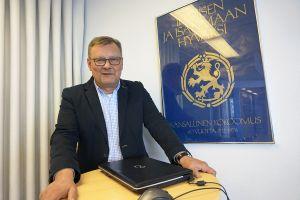 Pirkanmaan Kokoomuksen toiminnanjohtaja Jari Porraslampi korostaa puolueensa pitäneen kiinni arvoistaan ja tavotteistaan. Tämä on syy siihen, miksi kokoomus ei ole Rinteen hallitussuunnitelmissa. (Kuva: Matti Pulkkinen)