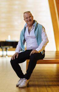 Petri Laaksosen taiteilijaura on kestänyt jo 25 vuotta. Artisti juhlistaa merkkipaaluaan tulevana syksynä ja ensi talvena. Hän järjestää juhlan merkeissä konsertteja eri maakunnissa.