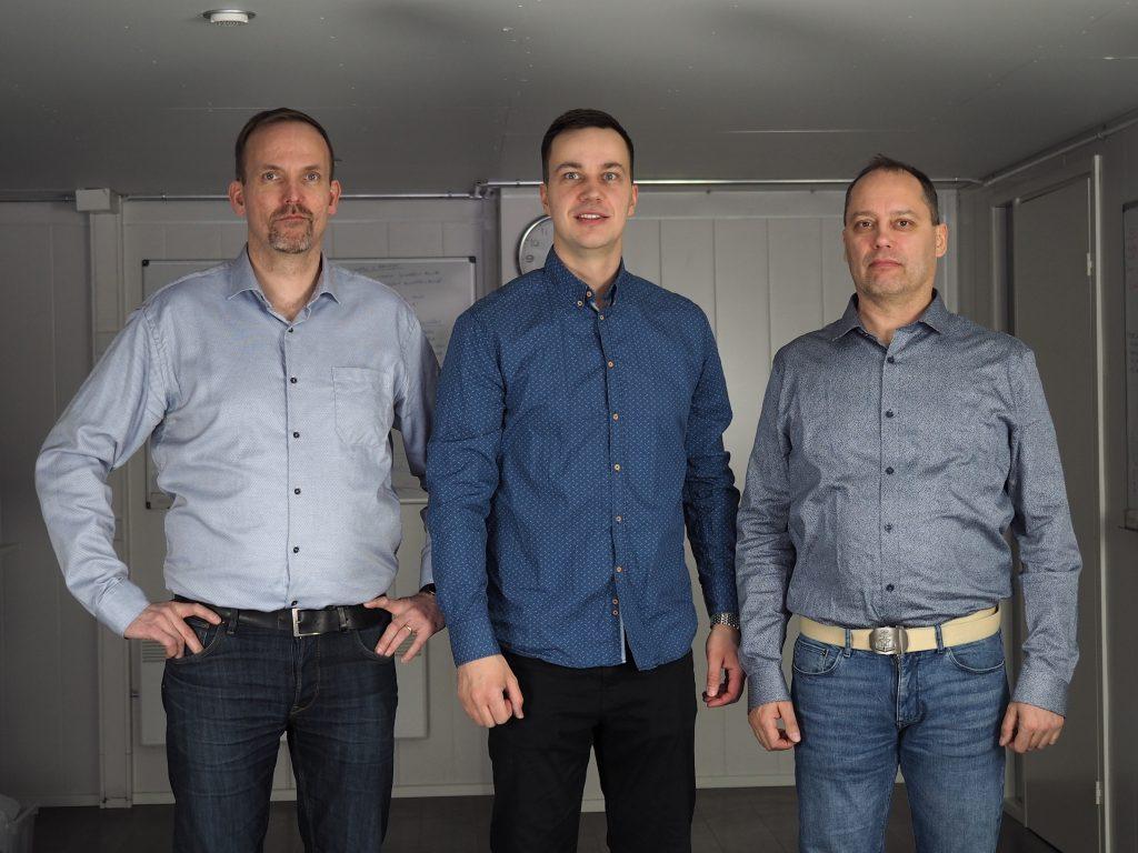 Tämä kolmikko: Aki Karuveha (vas.), Pauli Hänninen ja Pasi Kivimäki on tiukasti kiinni keskiviikkona jaettavassa teollisuuden ideakilpailu MPIDEA:ssa. Miesten startup-yrityksen pihvi on skaalautuvassa järjestelmäriippumattomassa pilviratkaisussa, joka maksimoi asiakkaiden tuotannon luotettavuuden, tuottavuuden ja tehokkuuden.