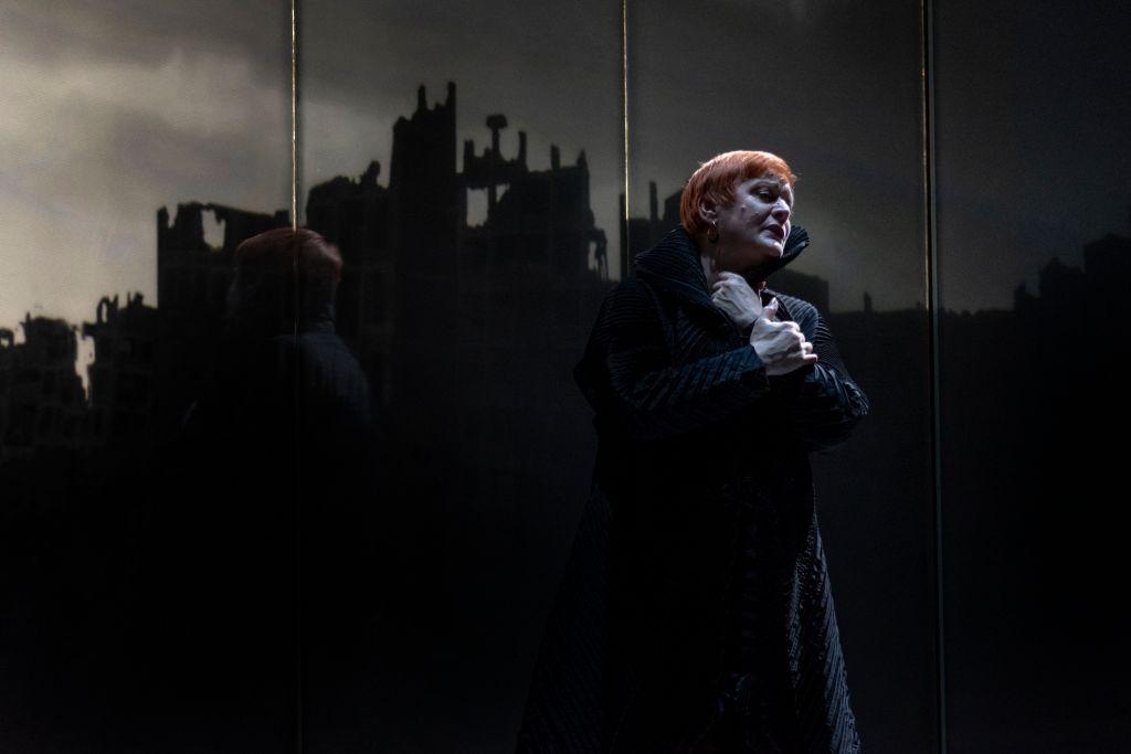 Sopraano Catherine Foster on lyämätön Wagner-tulkki. Hänet nähtiin Valkyyriassa Brünnhilden roolissa. (Kuva: Müpa)