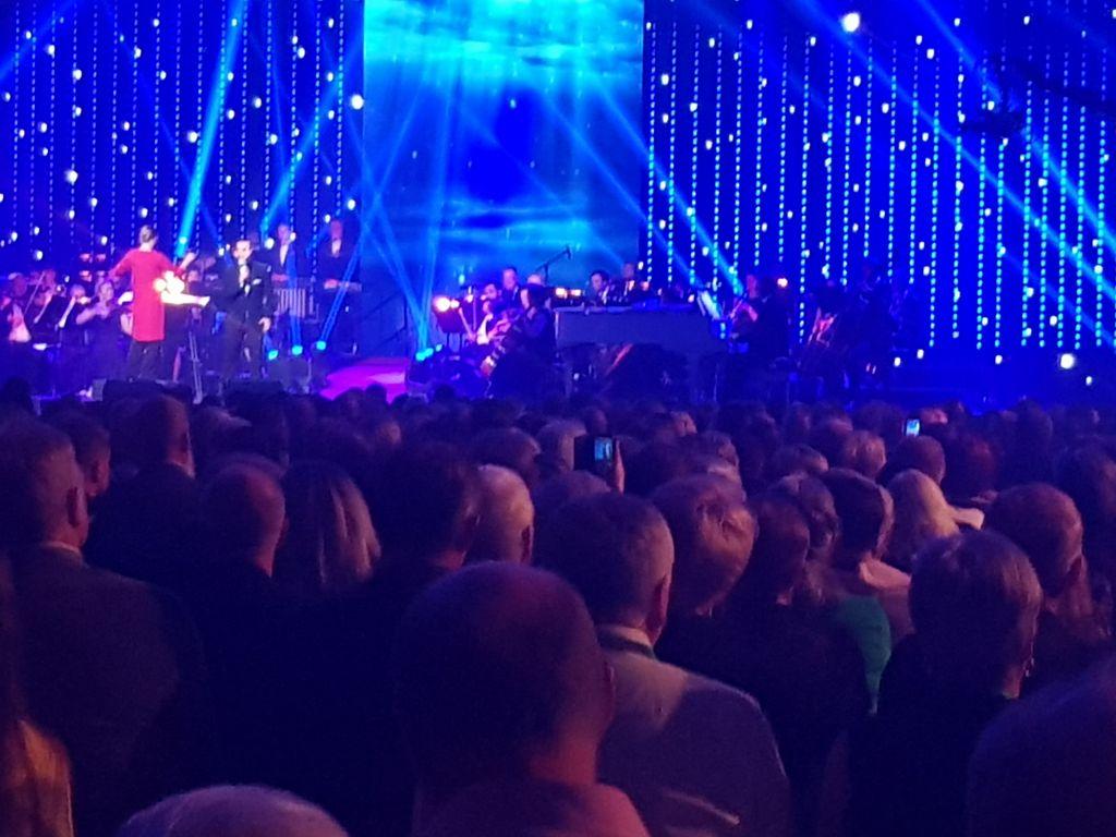 Pasi Kivimäki laulaa toista kilpailukappalettaa.