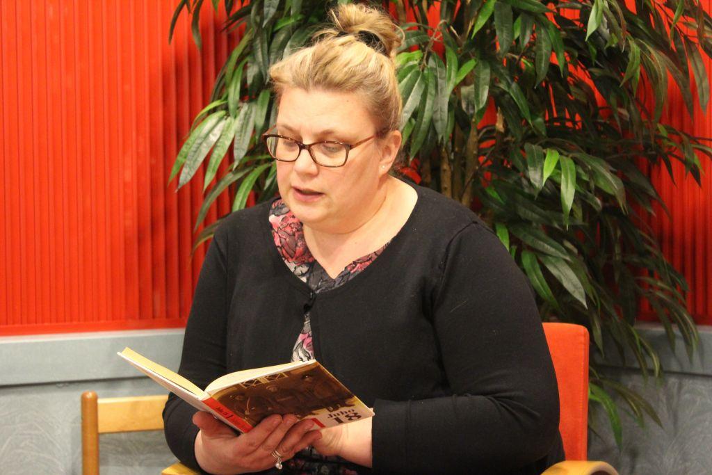 Pälkäne-Seuraa kipparoiva Anna-Mari Henriksson-Helmikkala toivoisi uusia jäseniä kotiseutuyhdistykseen. Puheenjohtajan mukaan Pälkäne-Seura voi hyvin. (Kuva: Sydän-Hämeen Lehti)