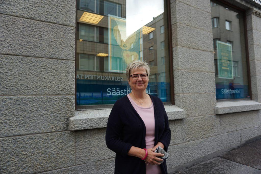 Aito Säästöpankki onnistui organisaatioremontissaan, jossa 14 konttorin johto laitettiin uusiksi. Toimitusjohtaja Pirkko Ahonen sanoo pankkinsa käyttävän tulostaan esimerkiksiperuspankkijärjestelmän uudistamiseen. (Kuva: Matti Pulkkinen)