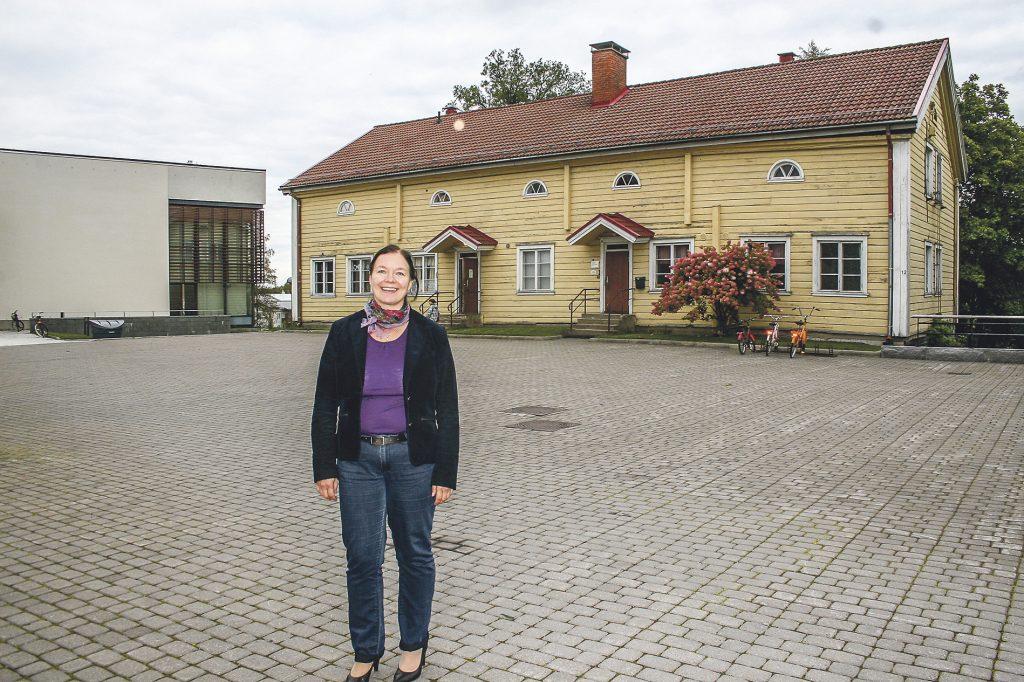 """Ylöjärvi-Seuran ohjaksissa oleva Minna Sorsa toivoisi, että Pirkanmaan maakunnassa toimivat kotiseutuyhdistykset järjestäytyisivät """"väliportaaksi"""". Maakunnallinen yhteistyö antaisi toiminnalle lisää potkua. (Kuva: Ylöjärven Uutiset)"""