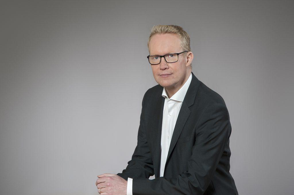Toimitusjohtaja Rolf Jansson sanoo VR:n kaukoliikenteen isojen kaupunkien välisten junavuorojen matkustajamäärien kasvun olevan merkki väestön keskittymisestä ja kaupungistumisesta. Esimerkiksi elokuussa Helsingin ja Tampereen välinen reissaajamäärä kasvoi peräti 13 prosenttia.