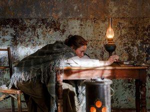 Näyttelijä Laura Birn tekee historiallisen tyylikkään roolityön Helene Schjerfbeckinä Antti J. Jokisen elokuvassa Helene.