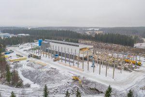 Lempäälässä toimiva Suoraman Elementti Oy valmistaa betonielementit. Kotimaakunnassa valmistettavat elementit käytetään vain Pirkanmaalla rakennettaviin omakotitaloihin.