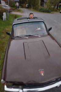- Vanhat autot johdattavat ihan omaan maailmaansa. Jokaisella autolla on ikioma tarinansa, Ville Koskenniemi sanoo.