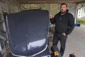 Volvon Duetti on Ville Koskenniemen silmäterä. Hän laittaa parhaillaan kahta Duettia kuntoon. Toisesta tulee käyttöauto ja toisesta museoauto. (Kuva: Matti Pulkkinen)